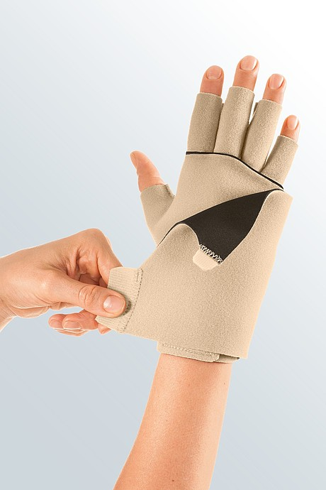 Circaid juxtafit essentials glove with dorsum strap